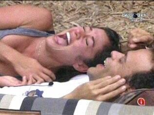 Daniel e Maria riem do triângulo amoroso vivido pela sister