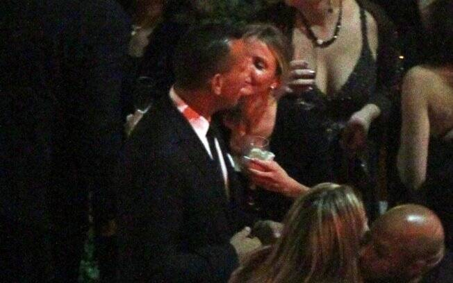 O primeiro beijo de Cameron e Alex registrado pelas câmeras