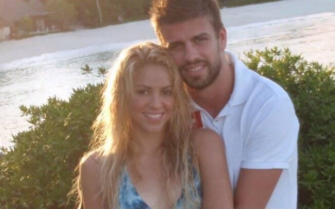 Shakira e Piqué juntos em foto divulgada via twitter