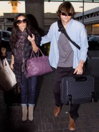 O casal embarca em Los Angeles rumo a São Paulo