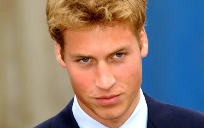 Príncipe William em foto memorável de 2001, aos 19 anos
