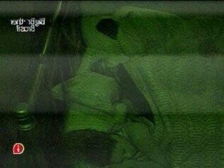 Após dizer que estava sem sono, Diana dorme entre Talula e Jaqueline, no Quarto do Líder