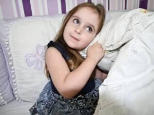 A pequena Clara sofre com terríveis pesadelos