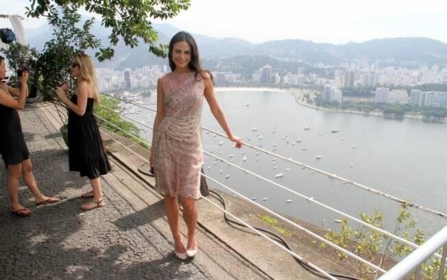 Jordana Brewster fez questão de visitar um dos pontos turisticos mais famosos da Cidade Maravilhosa, o Pão de Açucar