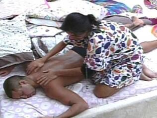 Talula faz massagem em Diogo