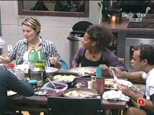 Lado B se delicia com receita da mãe do Rodrigão
