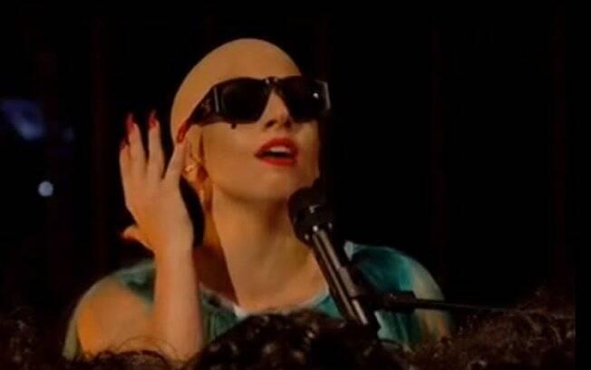 Lady Gaga careca em programa da TV inglesa
