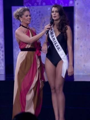 Adriane Galisteu em momento entrevista com Rafaela Gomes Butareli, Miss São Paulo 2011