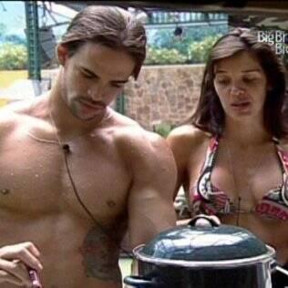 Rodrigo e Talula almoçam no Acampamento Militar