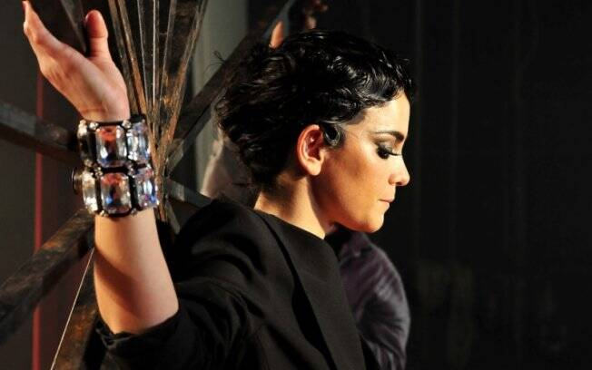O making of do editorial de Alice Braga para a revista