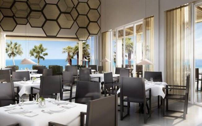 Com 30 hectares à beira-mar, o hotel conta com a assinatura da renomada designer e arquiteta espanhola Patricia Urquiola