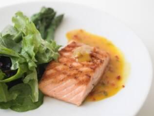 Salmão: propriedades benéficas do peixe ajudam a reduzir risco de parto prematuro