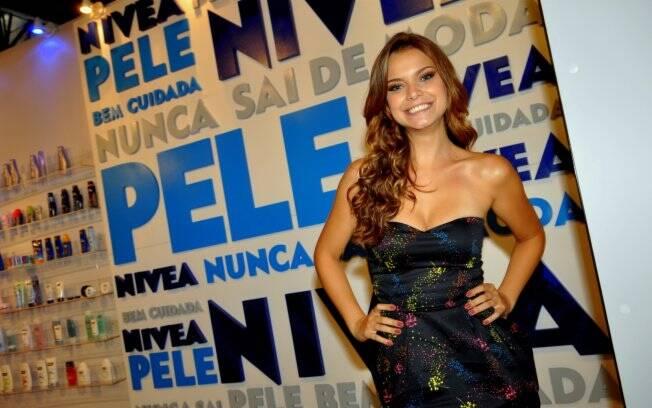 Milena Toscano visita o Fashion Rio