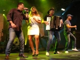 Dani Souza se diverte no show