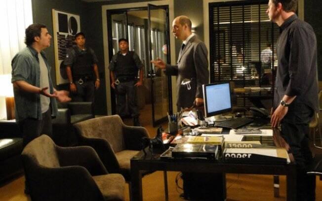 Oficial de Justiça invade escritório para cobrar pensão alimentícia e Kléber fica desesperado