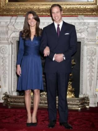 Kate e William no dia em que anunciaram o noivado. Lista de presentes com doações filantrópicas é a cara do casal