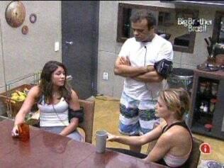 Daniel, Diana e Paula conversam no Lado B