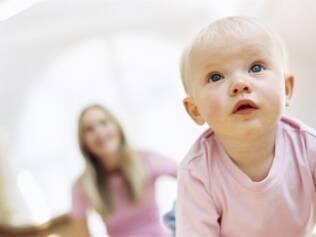Mesmo que observem o contrário, crianças ainda seguem orientação dos adultos