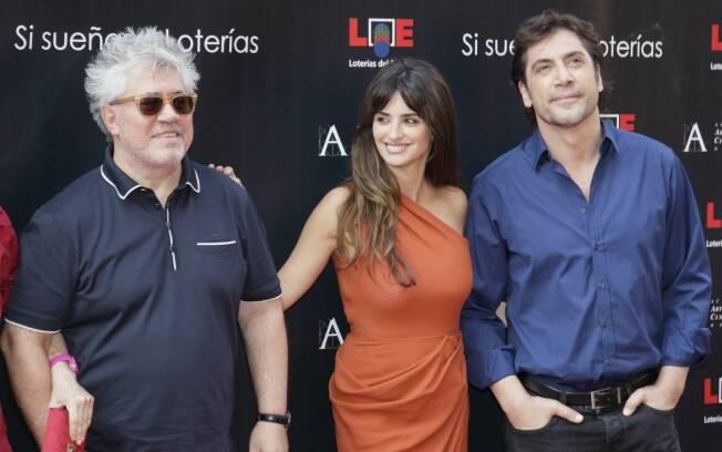 Pedro Almodóvar, Penélope Cruz e Javier Bardem são homenageados em Madri, na Espanha