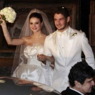Alexandre Pato e a atriz Sthefany Brito casaram-se em 2009. Após nove meses, se separaram.