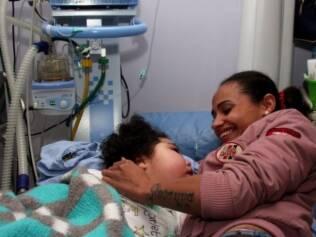 Juliana, mãe de Giovanna, diz que o melhor do hospital é encontrar outras pessoas com histórias parecidas com a sua