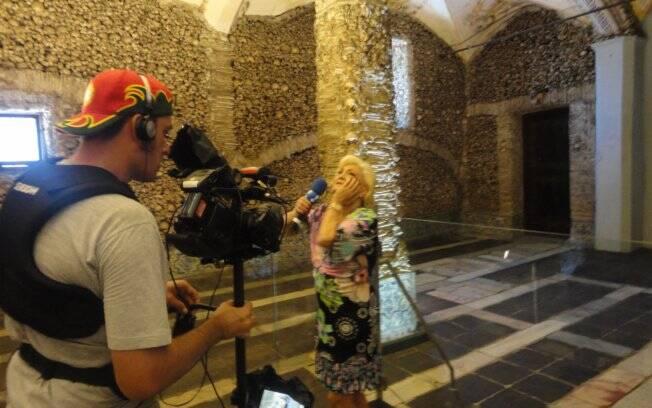 Hebe Camargo na Capela dos Ossos em Évora