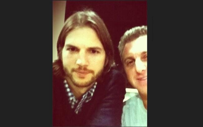 Ashton Kutcher e Luciano Huck na noite deste domingo (12)