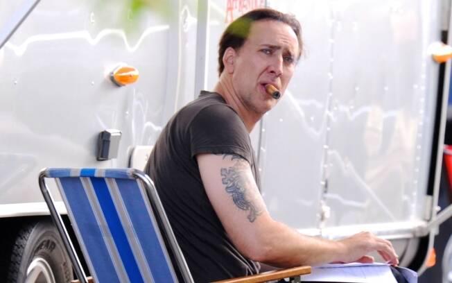 Nicolas Cage em Nova Orleans, após ser preso por distúrbio da paz