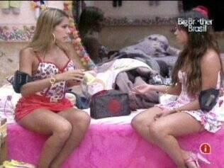 Adriana e Maria discutem a relação