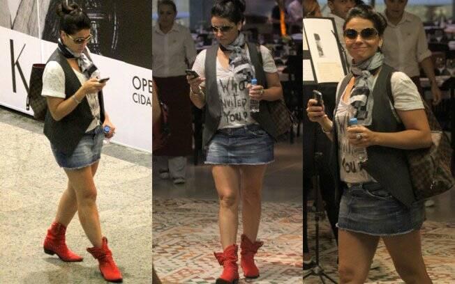 Giovanna Antonelli poderia ter escolhido menos acessórios para compor o look. A bota vermelha é bacana, mas também não ornou com o resto e achatou a atriz...