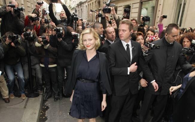 Kirsten Dunst no desfile da Chanel no Paris Fashion Week