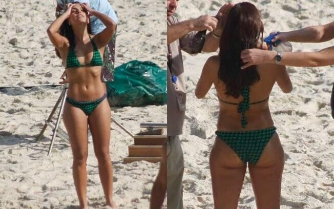 Depois de se refrescar, Paloma Bernardi, que mostrou estar com o corpo em forma, se preparou para a cena...