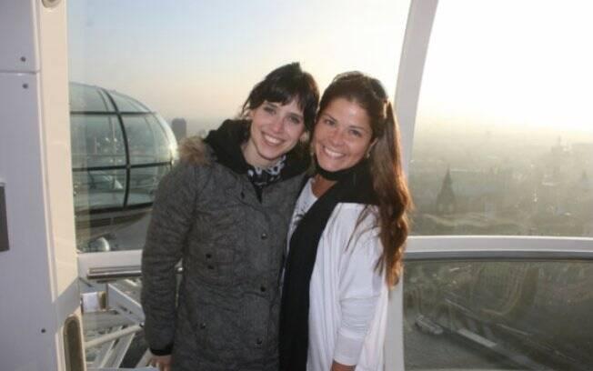 Mel Lisboa se encontra com Samara Felippo em roda gigante de Londres