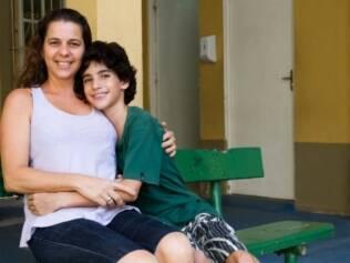 Vinícius com a mãe, Sylvia: no primeiro dia, ela foi escondida atrás dele