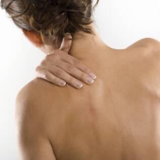 O déficit hormonal pode provocar o aparecimento de dores generalizadas na perimenopausa