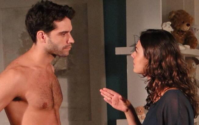 Marcela descobre que foi chantageada e dá um tapa no marido