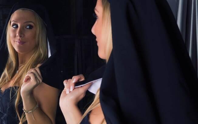 Até os quinze anos, Bruna Manzon estudou para ser freira