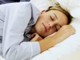 Regular o ciclo menstrual é uma alternativa para combater a insônia