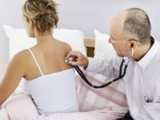 Pneumonia é líder de internações em mulheres e leva uma paciente ao hospital a cada dois minutos