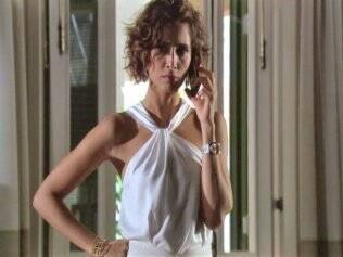 Insensato Coração - Carol (Camila Pitanga), tem endometriose na trama