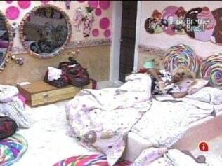 Rodrigão dormia sozinho no Quarto Jujuba quando soou o alarme para o início do Castigo do Monstro