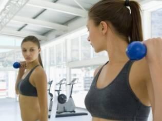 Exercícios com peso livre gastam mais energia