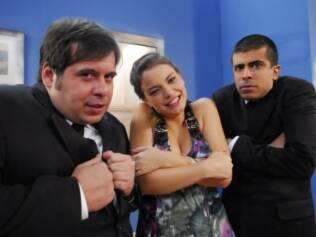 Milena Toscano brinca com Leandro e Marcius , os humoristas de
