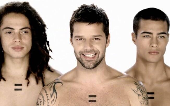 Ricky Martin em uma cena do clipe