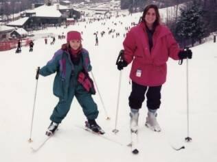 Lia e uma prima esquiando: voltar foi mais difícil do que ir