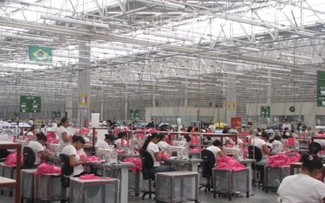 ab493d1d4 Conheça mais sobre a Guararapes e seus produtos. Busca Grátis – vagas para  Produção Confecção – Fortaleza, CE no Indeed. A fábrica de confecção  Guararapes, ...