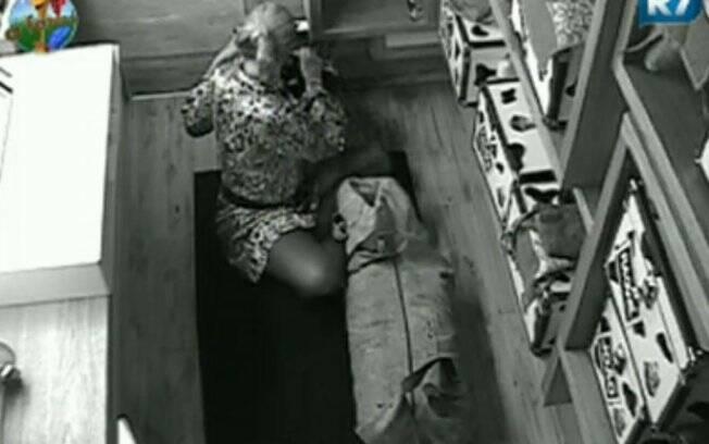 Monique Evans arruma as malas