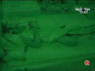 Após várias tentativas em vão, Wesley finalmente adormece no Quarto Jujuba