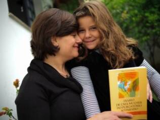 Malu Favarato e a filha: superação da depressão pós-parto com ajuda do livro