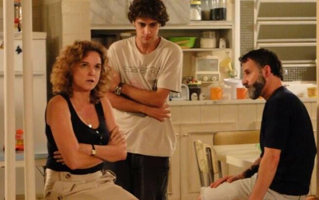 Theo sugere que Lorelai tome a pílula do dia seguinte